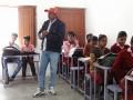 Dinesh voor de klas - mr Dinesh and his students