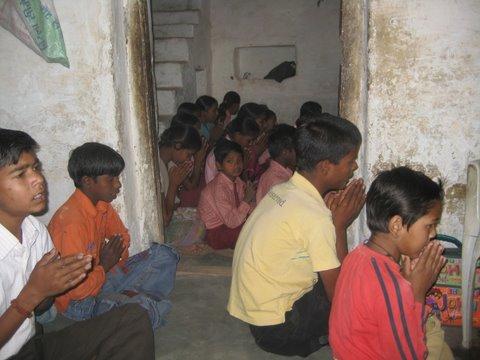 Bijna vergeten, maar om deze kinderen gaat het, kinderen die zonder deze school nooit een opleiding zouden hebben gehad