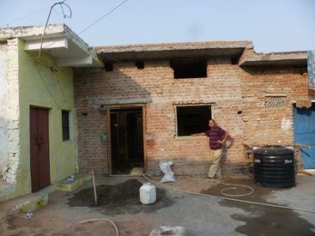De ingang van de nieuwbouw