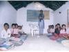 Het dak van dit klas lokaal moet worden gerenoveerd vanwege lekkage in het regenseizoen