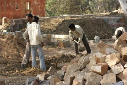 Dalit wegwerkers, de z.g. onaanraakbaren= de laagste kaste, mogen slechts bepaald werk doen