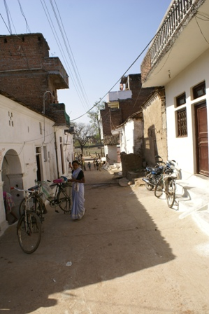 De hoofdstraat in het dorp