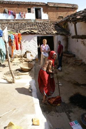 Oude mensen zijn vaak aangewezen op barmhartigheid van hun familie om te overleven