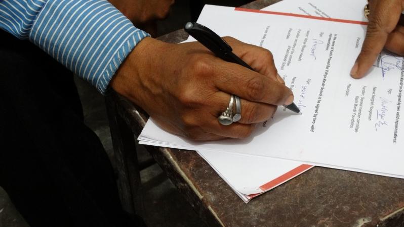ondertekening contract 008