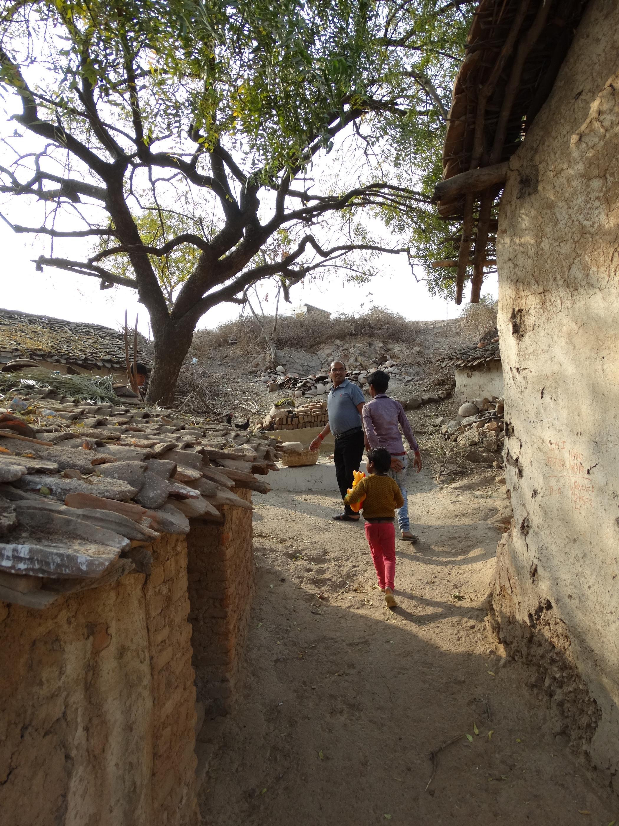 De armoede is de dorpen is welhaast voelbaar