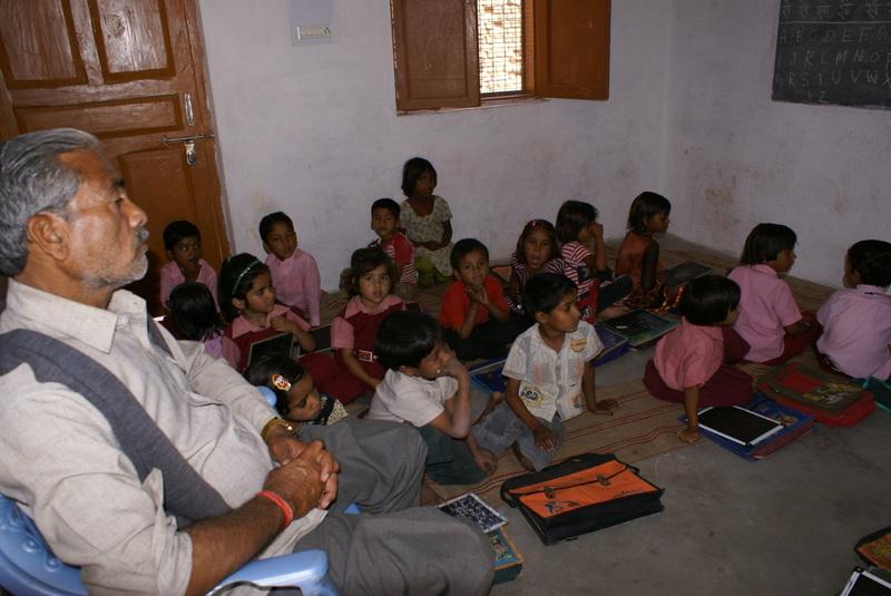 Deze onderwijzer geeft les aan 4 en 5-jarige kleuters