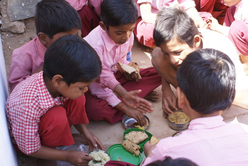 Elk kind neemt zijn eigen lunch mee van huis