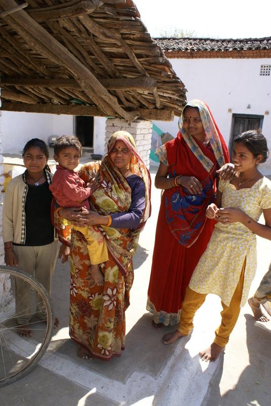 Boeren gezin: het meisje rechts bezoekt de school